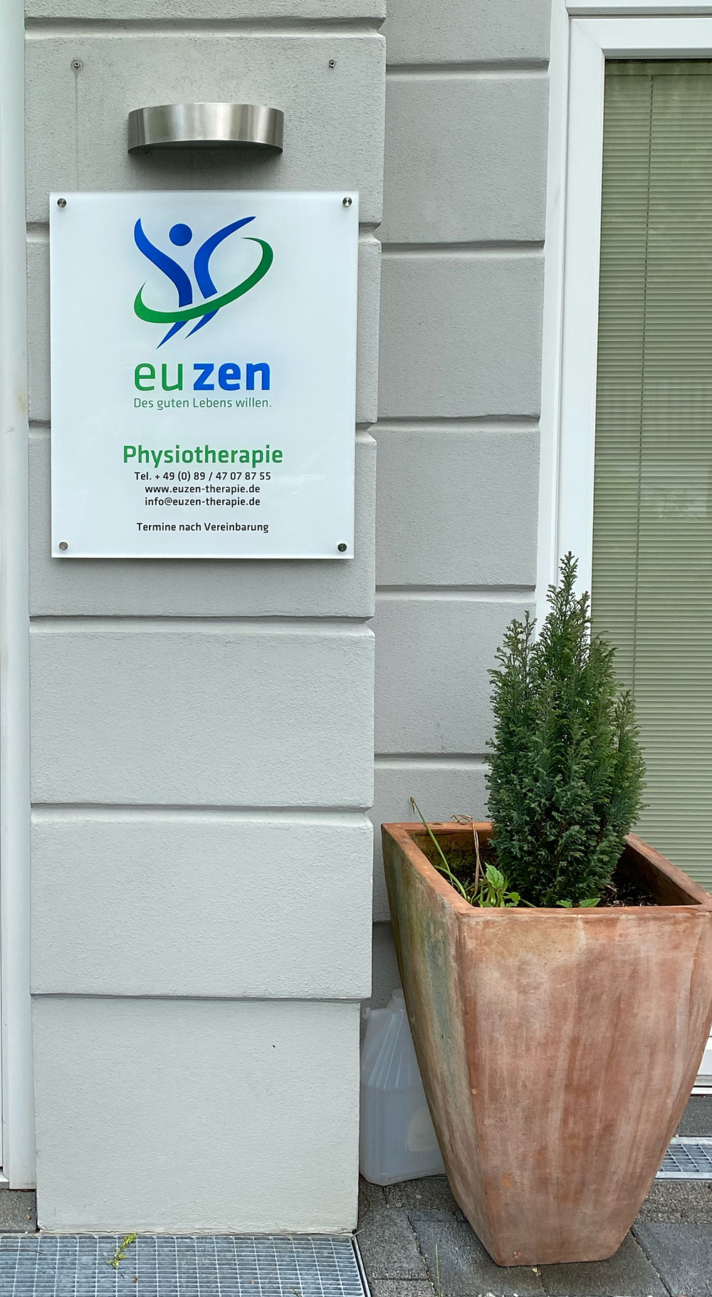Bottega Design Referenz Illustration Praxisschild für Euzen Physiotherapie