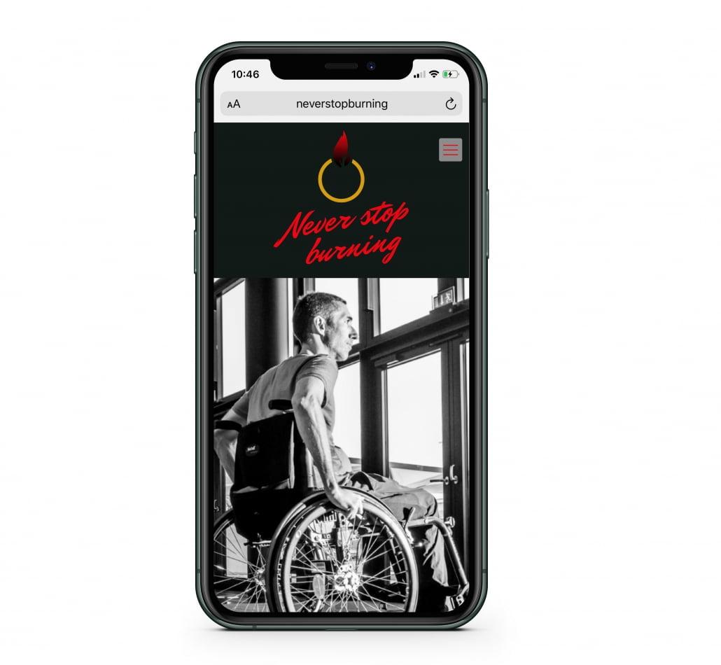 Bottega Design Referenz Illustration Webseite auf iPhone für NeverStopBurning von Karsten Pfeifer